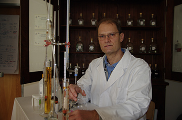 Dr. Helge Schmickl - DISTILLING ALCOHOL HANDS-ON WORKSHOPS How to make Spirits at Home
